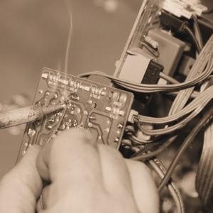 639970-andrew-beal-reparait-des-televisions-avant-de-posseder-une-banque